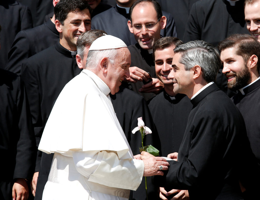 El papa Francisco con los Legionarios de Cristo en El Vaticano, Roma, 8 de mayo de 2019. Remo Casilli. RT